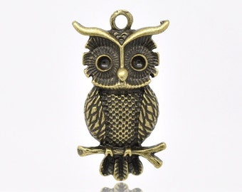 5 Antique Bronze Wise  Owl Charm Pendant 31 x 17mm  - Pack of 5 CP29