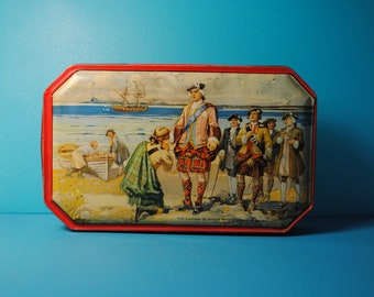 antique ENGLISH tin candy biscuit  KILT The landing of Bonnie Prince Charles at Arisaig.TOFFEETIN scottish english french history
