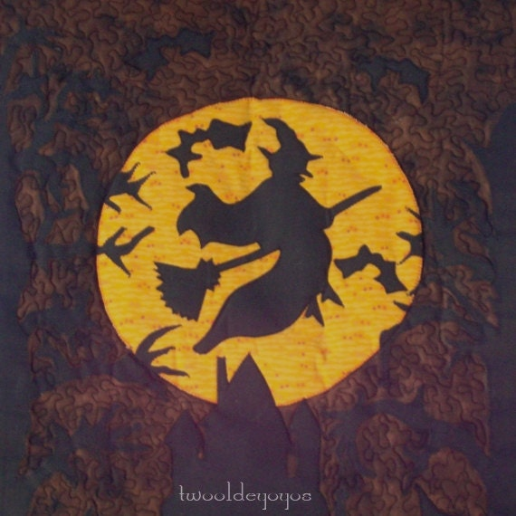SALE(Now 28.80 was 32) HALLOWEEN Flying WITCH in Moonlight-Spooky Haunted House,Trees & Bats Wall Quilt Wall Art