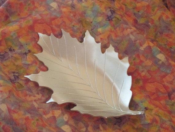 Vintage Neocraft by Everlast Aluminum Leaf Tray/Candy Dish Mid Century Modern Piece