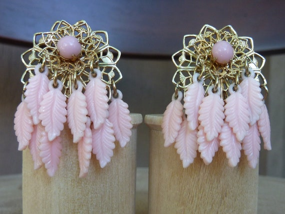 Vintage Pink Feather Dream Catcher Gold Tone Filigree Clip On Earrings