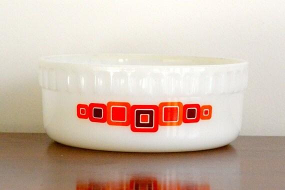 Crown Pyrex: 1.25L round casserole/baking dish