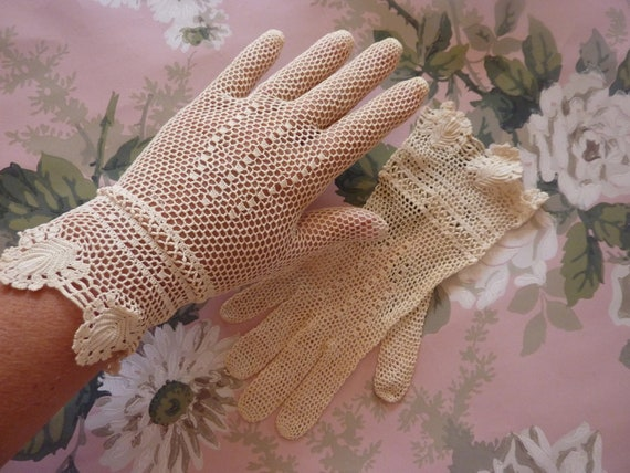 Lovely Victorian Crocheted Lace Gloves-1900's Era-Steampunk