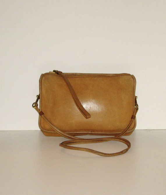 coach envelope clutch style bag vintage camel doe leather. Black Bedroom Furniture Sets. Home Design Ideas