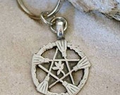 Pewter Witch Broom Pentagram Pagan Wiccan Pentacle Keychain (30A)