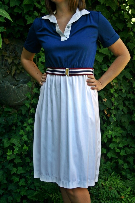 Vintage 70s 80s Tennis Style Navy Blue White Casual Knit Cuffed Short Sleeve Knee Length Preppy Shirt Dress Size Small/Medium