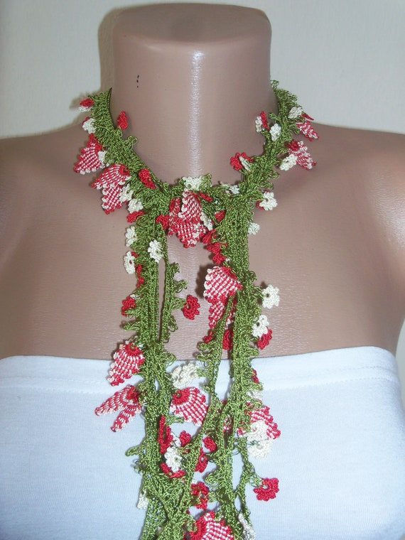 Hand Crocheted Oya Necklace- green- -red flowers
