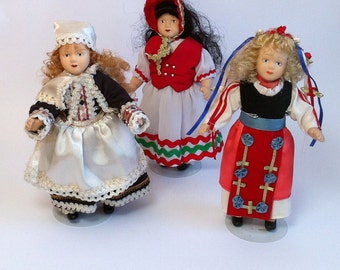 Vintage Porcelain Articulated Dolls With Tradicional Costumes // Tradicional Robes // Tradicional Attire