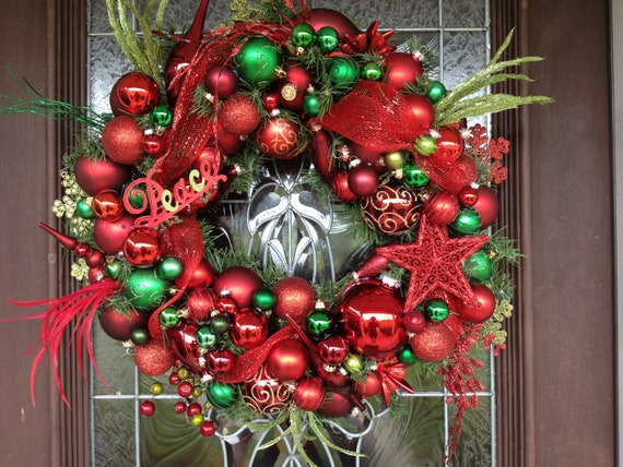 Red and green christmas ornaments wreath for Red and green christmas decorations