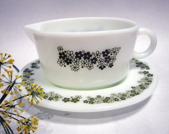 Vintage Pyrex Gravy Boat With Plate Spring Blossom Crazy Daisy