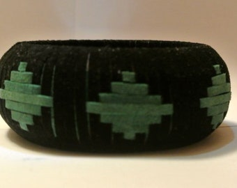 Suede Bangle Woven in Spaced Solid Diamond Pattern