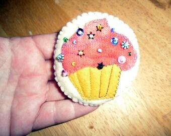 Wool Pink  Cup Cake Brooch
