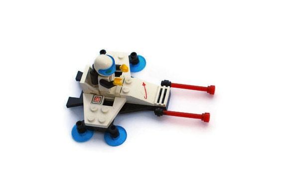 Vintage Lego White Star Quest Space Vehicle,  Lego Item 1974-4 , Vintage