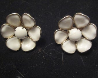 Vintage clip flower earrings white and gold colored metal framing