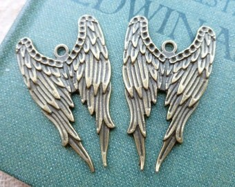 2x Angel Wing Charms, Antique Brass Pendants, Charms C341