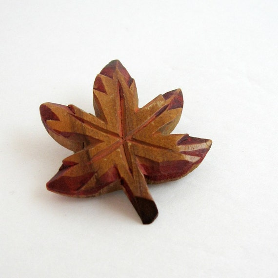 Vintage maple leaf brooch carved wood canada souvenir