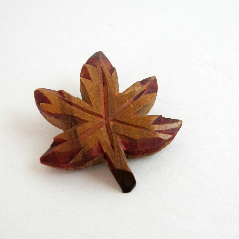 Vintage maple leaf brooch carved wood canada souvenir