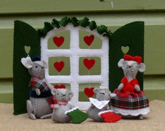 Morris and Miny celebrating Christmas with their children - DIY kit