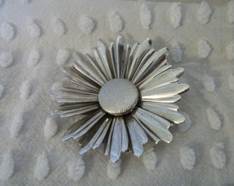Vintage 1970s Sarah Coventry Silver Daisy Brooch