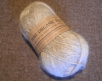 Organic, undyed worsted 4 ply (pale silver)