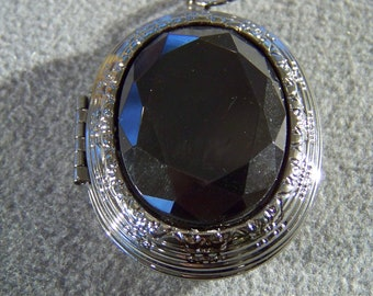 Vintage Silver Tone  Oval Jet Black Glass Stone Detailed  Raised Relief Etched Scrolled Hinged Art Deco Style Locket Pendant Charm