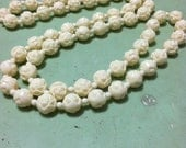 Gorgeous vintage rose bead necklace (off white)