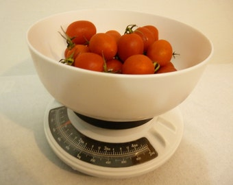 NEW VINTAGE 80s Retro kitchen scale weight bowl shape new in box