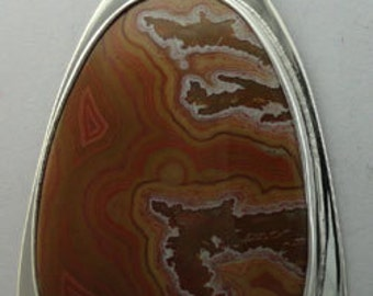 Dryhead agate pendant