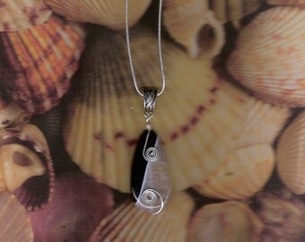 Black & White Quarts Agate Pendant with wire wrapping