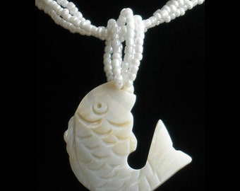 Natural Mother of Pearl MOP Shell Carved Fish Pendant Necklace GB1005