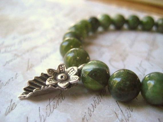green garnet bracelet Hill Tribe leaf flower charm sterling silver 8mm natural gemstone stretch womens jewlery Fall jewlery