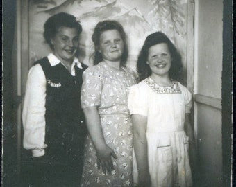 Vintage photo 3 little Gals all in a Row
