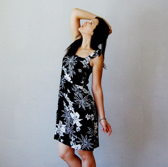 vintage HAWAIIAN dress / black and white 1980s shoulder TIES sun dress