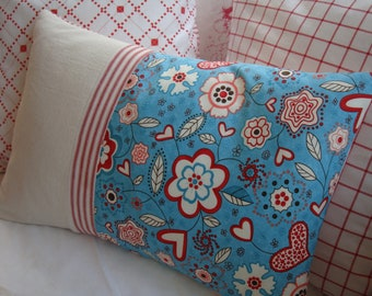 SWeDisH HEARts DoWN PiLLoW/CoTTaGe/Shabby Chic/Red and Blue FLoWeRs/Ticking/Lumbar PiLLoW/Decorative Pillow/Throw Pillow