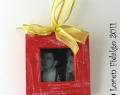 Pretty Red Distressed Photo Frame Christmas Ornament With Gold Ribbon for Hanging on Tree