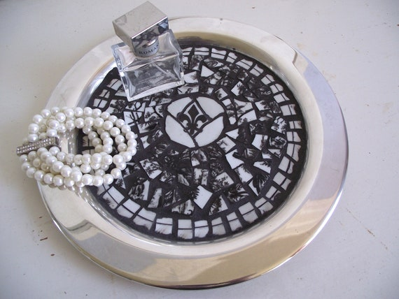 Broken China Mosaic Black and White Toile with Fleur De Lis