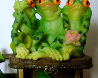 Vintage SEE NO EViL Frogs and the 4th Frog is Do NO Evil...Hinged Treasure Box..1990