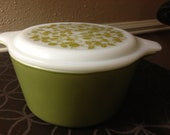 Olive: Set of 2 Pyrex Casseroles with Matching Lids