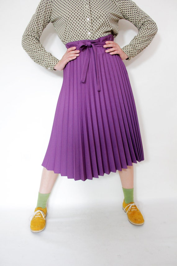 Vintage skirt / purple accordion midi skirt / M