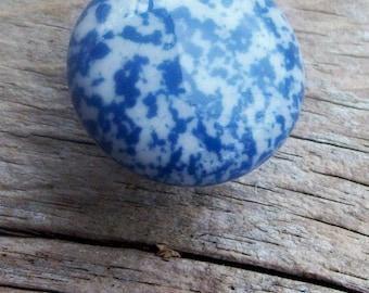 6 Drawer Pulls Enamelware Graniteware Blue White Ceramic Knob Knobhanger