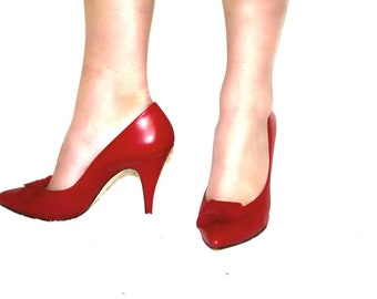 Kiss Kiss Vintage 90's Red Leather Bow Heels with Suede Bow-Lips on Toe by Maurice Women's Size 8 M