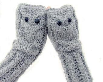Owl fingerless gloves in light gray