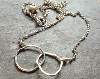 Perfectly imperfect silver circle links necklace / sterling eternity circle necklace / infinity jewelry