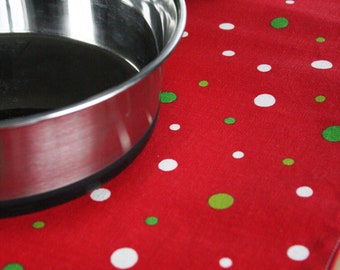 Large Holiday Pet Placemat - with White and Green Spots