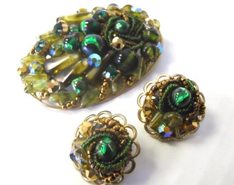 Vintage clip earrings and brooch set encrusted with green rhinestones glass beads and gold beads 1960's