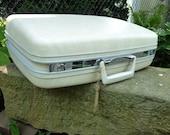 Samsonite vanilla white 70s era suitcase luggage clean