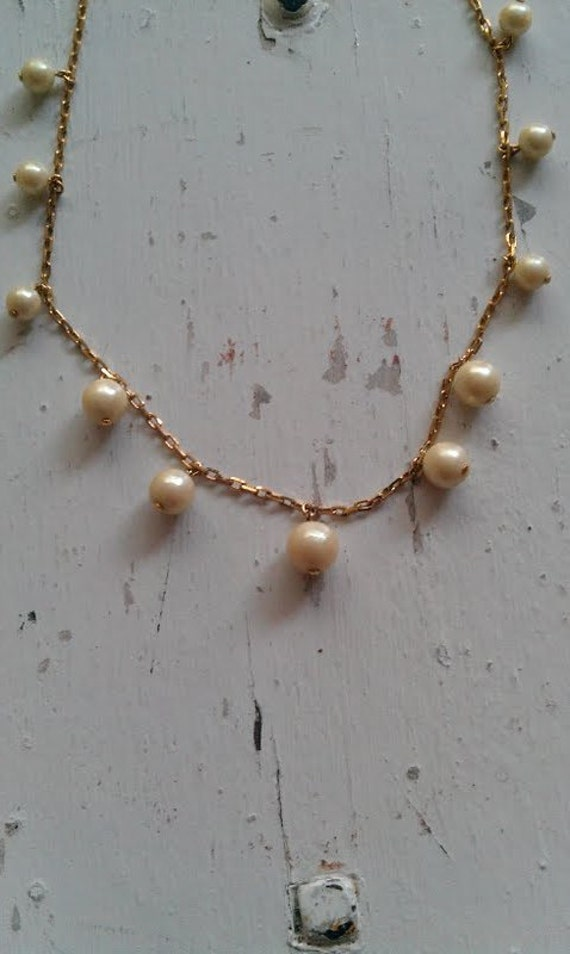 Gold Vintage 1970s.1980s Metal Chain Pearl Beads Delicate Necklace