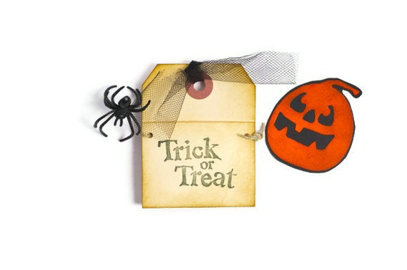 Halloween pumpkin pocket note card . Jack-o-Lantern miniature envelope . trick or treat . 3 by 2 3/8 inches .  spooky note