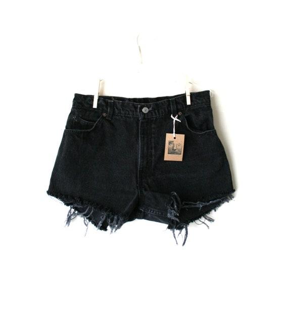 "Waist 32.5"" High Waisted Vintage Levi Shorts"