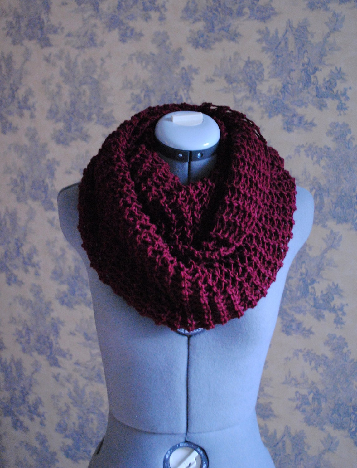 This infinity scarf will keep you warm during the chilly season. The scarf is knitted in a thick pattern for extra warmth. Wear this scarf double looped or long; it is the perfect winter accessory.